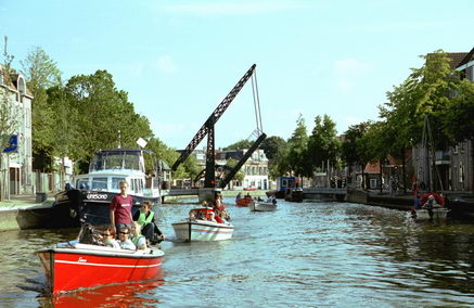 Zeilcentrum de Friese Meren: met Polyvalken door Sneek