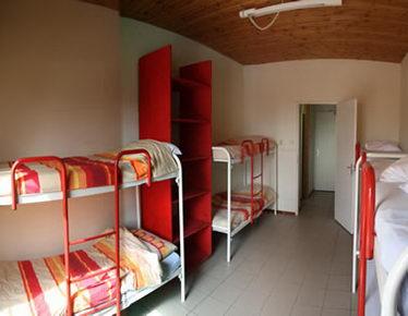 Verhuur groepsaccommodatie met achtpersoonskamers voor bijvoorbeeld schoolkampen.